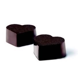 Moldes em forma de coração para chocolates.