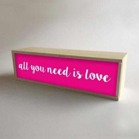 """Lámpara Caja de Luz Decorativa en Fucsia con mensaje """"All You Need is Love"""" de 32x9,5cm (fondo 9,5cm)"""