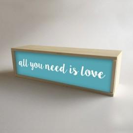 """Caixa de luz decorativa da lâmpada em Turquesa com a mensagem """"Tudo o que você precisa é amor"""" de 32x9,5cm (fundo 9,5cm)"""