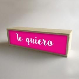 """Lámparas con cajas de madera y metacrilato frontal Fucsia con mensaje """"Te quiero"""" de 32x9,5cm (fondo 9,5cm)"""