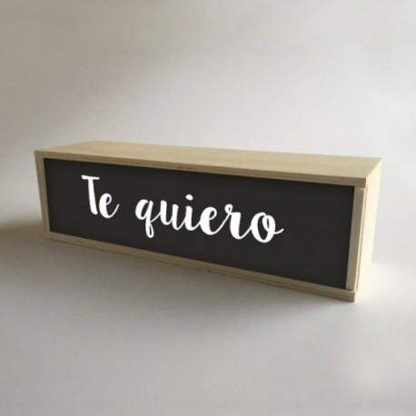 """Lámparas con cajas de madera y metacrilato frontal Negro con mensaje """"Te quiero"""" de 32x9,5cm (fondo 9,5cm)"""