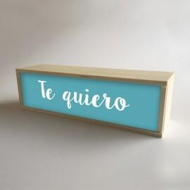 """Lâmpadas com caixas de madeira e metacrilato frontal turquesa com mensagem """"Eu te amo"""" de 32x9,5cm (fundo 9,5cm)"""
